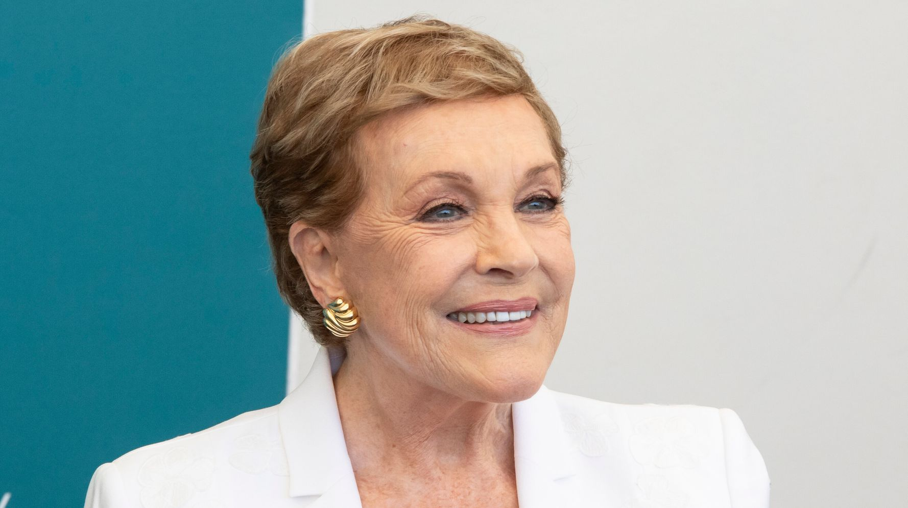 Westlake Legal Group 5db09ac1200000bf22506954 Julie Andrews Praises Going To Therapy: 'It Saved My Life In A Way'