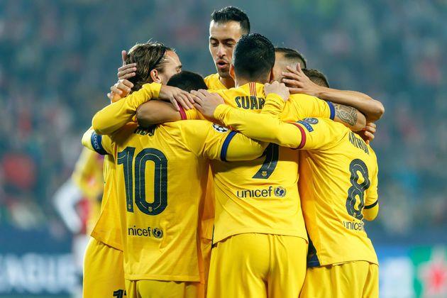 Jugadores del Barcelona celebran un gol al Slavia de