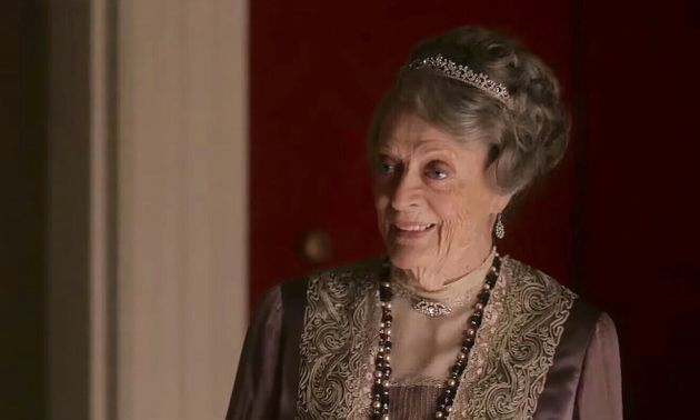No papel deViolet Crawley, a veterana Maggie Smith é a alma do filme. Ela simplesmente rouba...