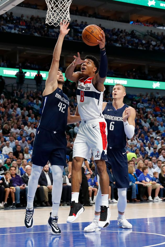 Washington Wizards' Rui Hachimura (8) heads to the basket as Dallas Mavericks' Maxi Kleber (42) and Kristaps...