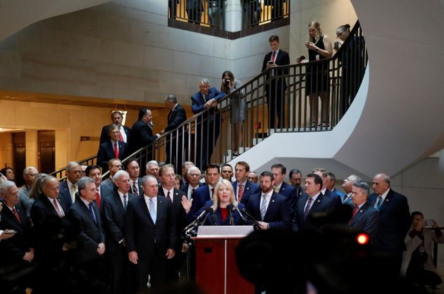 Des élus républicains du Congrès américain ont interrompu mercredi un témoignage...