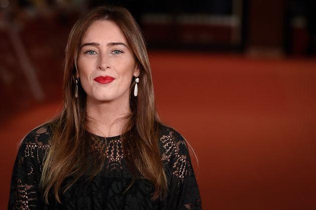 Total black, pizzi e labbra carminio: Maria Elena Boschi incanta tutti sul red carpet a