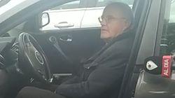 Solo, al ritmo del 'Novio de la Muerte' y sin salir del coche: el único franquista presente en el