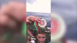 Campione marocchino di taekwondo getta la medaglia nella traversata in mare: