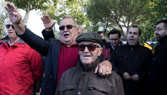 Aguiluchos, brazos en alto y Franco hecho santo: los fascistas toman Mingorrubio