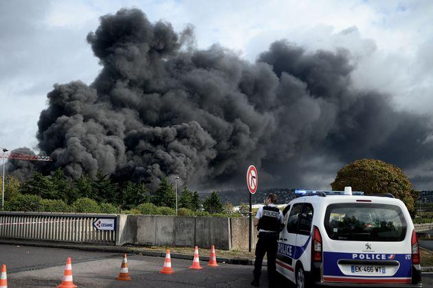Près d'un mois après l'incendie de Lubrizol, on ne sait toujours pas d'où il est