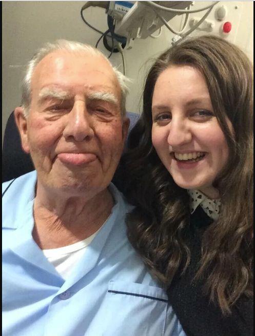 Kirstie Sutherland et son grand-père