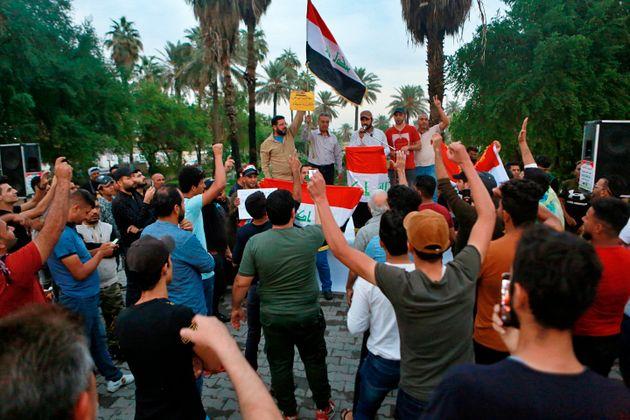 Quelques centaines de manifestants se sont de nouveau réunis sur la place Tahrir de Bagdad ce...