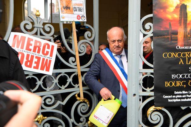 Daniel Cueff, maire de Langouët qui avait pris un arrêté antipesticides dans sa commune,...