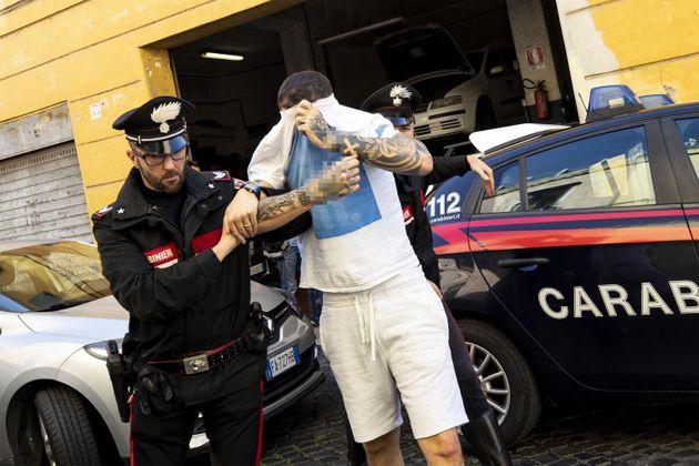 Paolo Pirino viene portato via dai Carabinieri di