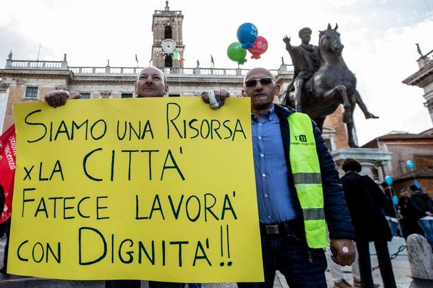 I sindacati uniti contro Raggi: