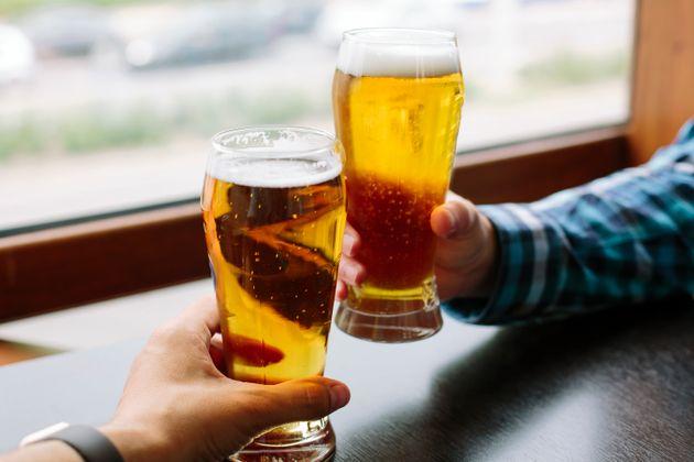 O πιο έξυπνος τρόπος που σκέφτηκε κάποιος για να πίνει τζάμπα μπύρες - Μέχρι στιγμής έχει πιει