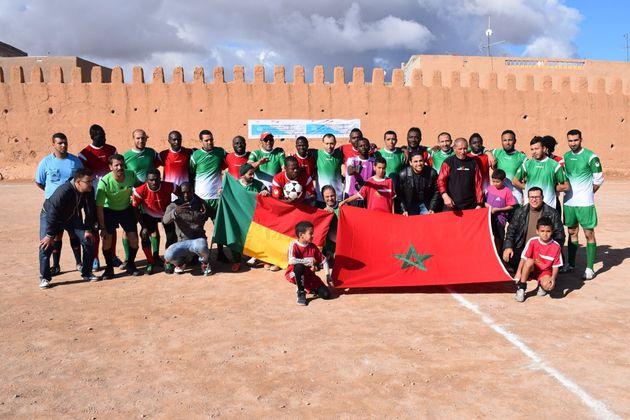 Un match de foot entre une équipe marocaine et une équipe de