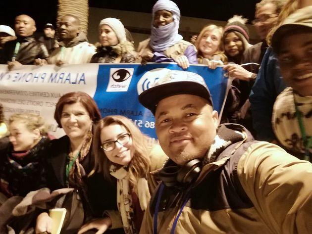 Sofia El Arabi avec des migrants à Oujda, dans le cadre d'activités de