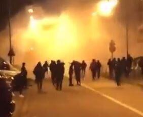 Des affrontement entre jeunes et policiers dans le quartier du Val Fourré à Mantes-la-Jolie...