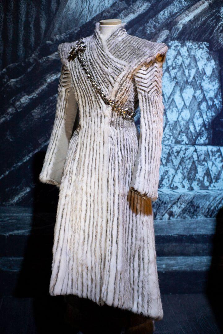 El abrigo blanco de Daenerys Targaryen.