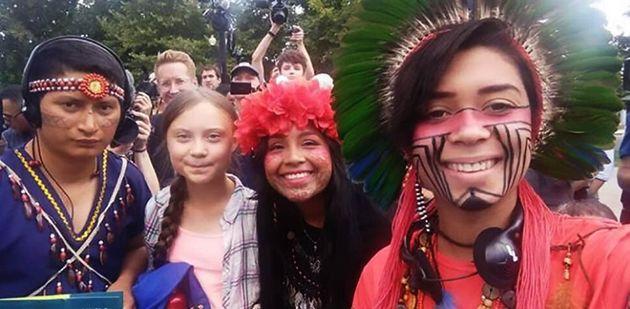 Artemisa (à direita) com a adolescente sueca Greta Thunberg (segunda a partir da esquerda), durante...