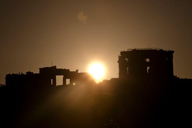 Η αναβάθμιση του μακροπρόθεσμου αξιόχρεου της Ελλάδας από τον