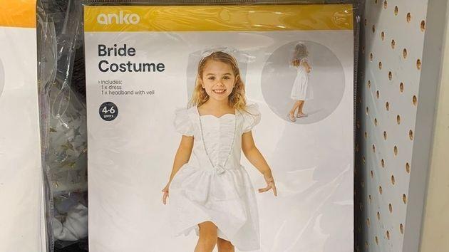 Kマートから撤去された少女向けウェディングドレス