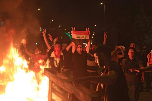 Le parlement irakien se penche ce samedi sur les revendications des manifestants, dont plus de 150 sont...
