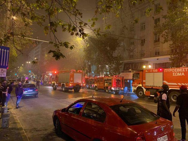 Φωτιά σε νυχτερινό κέντρο της Αθήνας - Σώοι οι 200