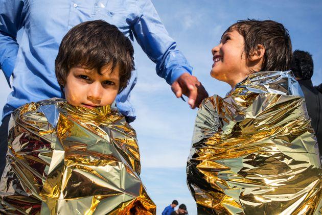 Προσφυγή στον Άνθρωπο: Η αβάστακτη ελαφρότητα των λέξεων σε μια χώρα ζωντανών και