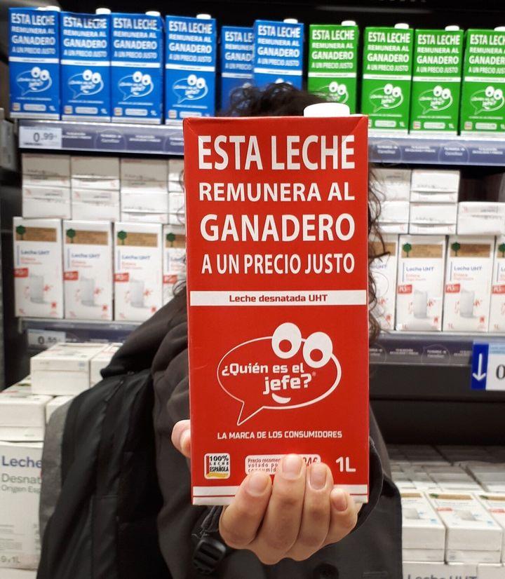 Leche de '¿Quién es el jefe?' en un supermercado.