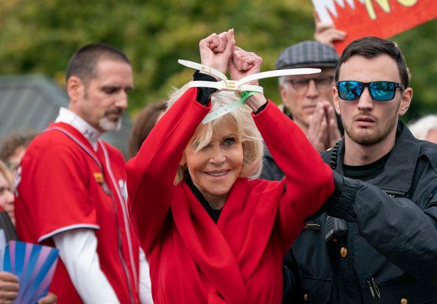 Η Τζέιν Φόντα συνελήφθη...