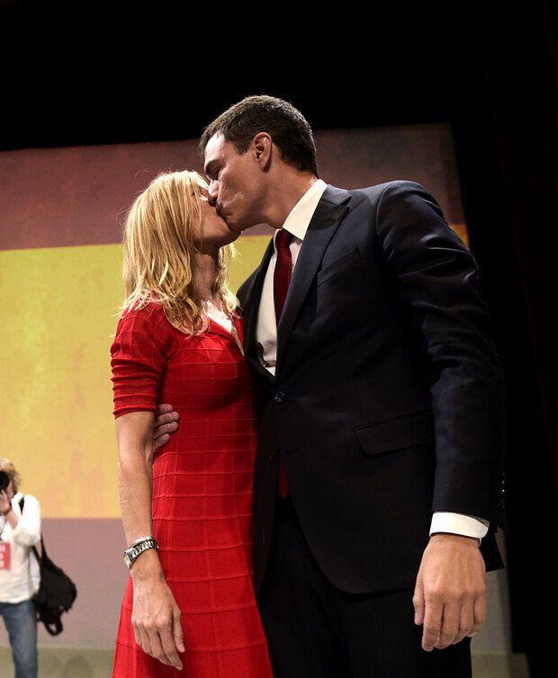 La pareja en el momento en que Pedro Sánchez es elegido candidato del PSOE.
