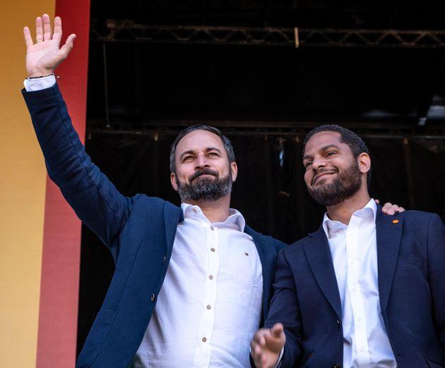 Santiago Abascal, líder de la formación ultraderechista Vox, junto al líder de Vox...