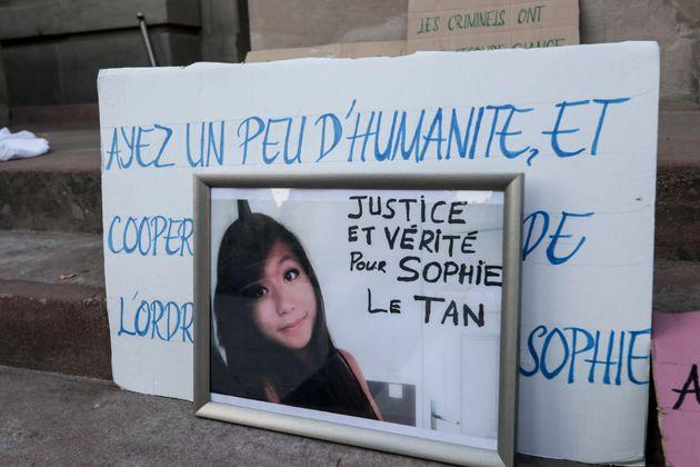 Une photo montrant Sophie Le Tan lors d'un rassemblement de soutien en octobre