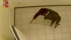 Il killer dei poliziotti di Trieste aggredisce un agente in