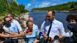 En Guadeloupe, Édouard Philippe met les mains dans les