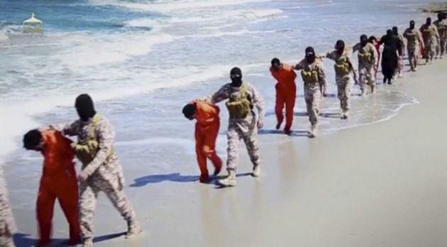 Τζιχαντιστές του ISIS οδηγούν...