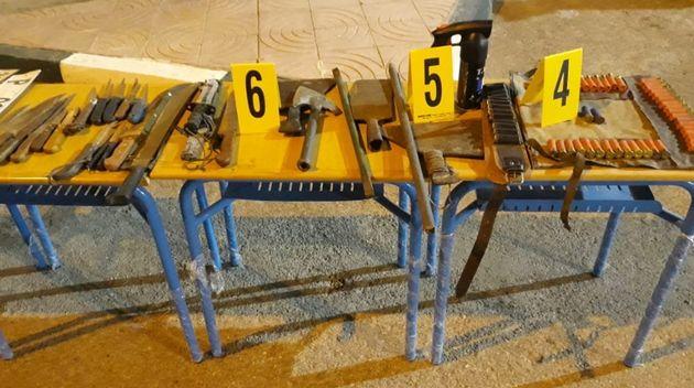 Les armes saisies lors de la perquisition, à Laâyoune.