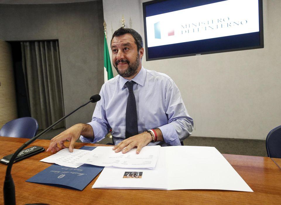 Matteo Salvini in conferenza stampa sul decreto Sicurezza