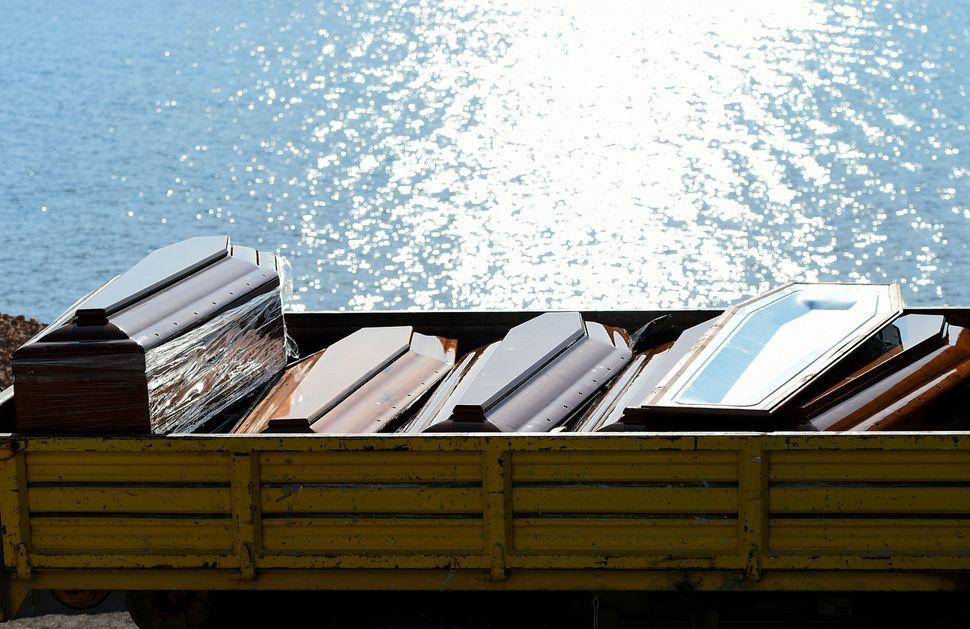 Bare dei migranti morti nel naufragio del 7 ottobre scorso al largo di