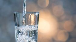Τραπεζίτης έκοψε το νερό στους υπαλλήλους για