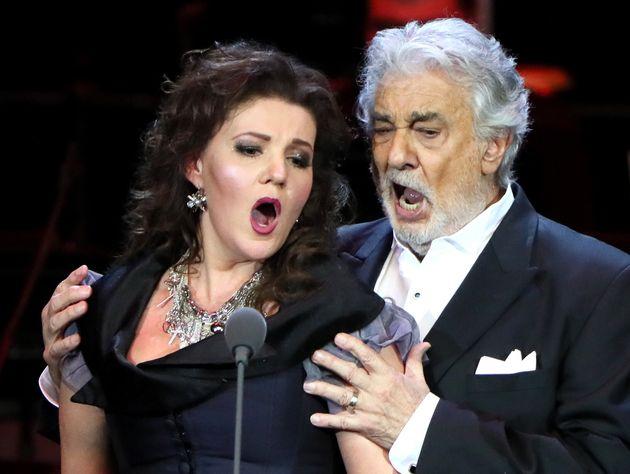 Plácido Domingo durante una actuación en Moscú junto a la soprano rusa Oxana