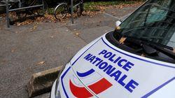 A Grenoble, un homme armé de couteaux et criant