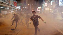 시위가 계속되면서 홍콩이 경기침체로 들어서고