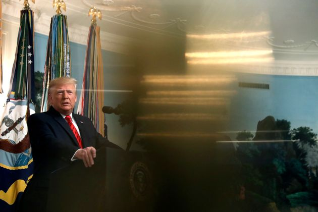 Ο Τραμπ δηλώνει πως θα στείλει αμερικανική πετρελαϊκή εταιρεία στη Συρία για να «μοιράσει τον