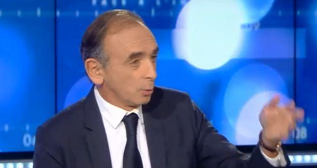 Éric Zemmour dispose sur CNews, depuis la mi-octobre, d'une heure d'antenne quotidienne. Il en profite...