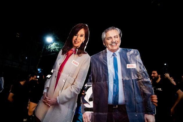 Seguidores del nuevo presidente argentino, Alberto Fernández, celebran el triunfo