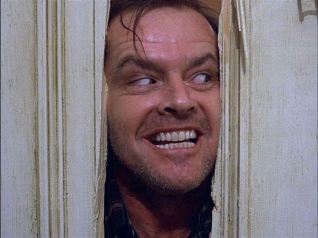 Jack Nicholson como o personagemJack Torrance em cena icônica de