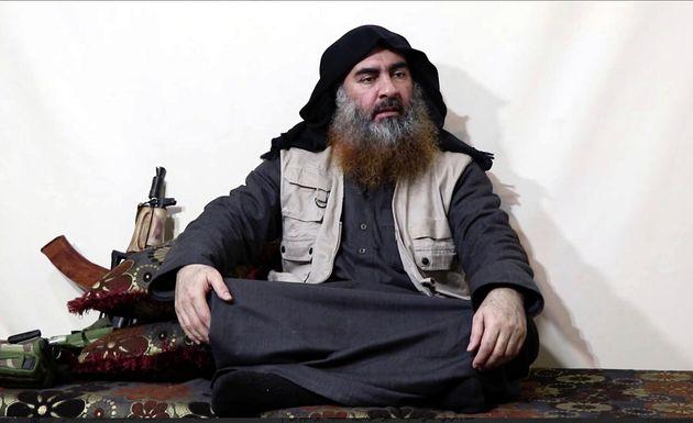 Abu Bakr al-Baghdadi, durante una entrevista de un grupo mediático afín a la organización...