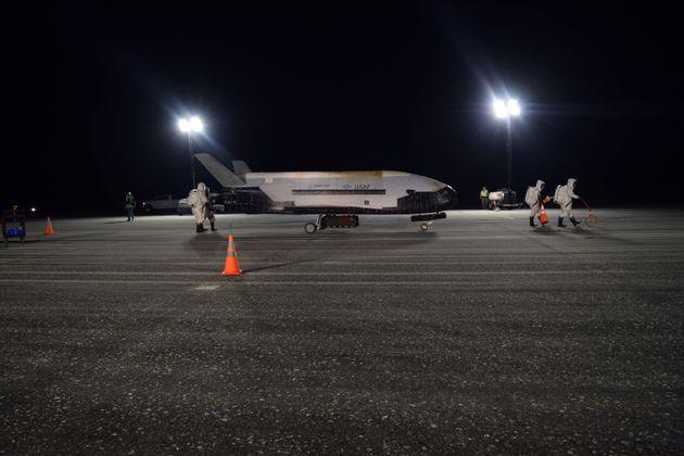 임무를 마치고 지난 27일 우주에서 귀환한 무인 궤도 비행선 X-37B의
