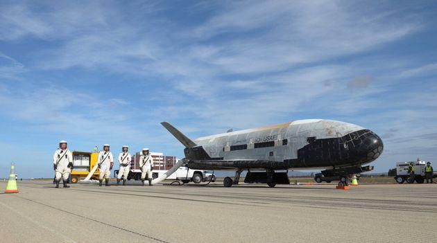 Esta fotografía sin fecha proporcionada por la Fuerza Aérea estadounidense muestra un Vehículo Orbital...