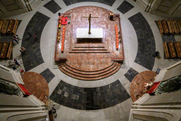 Fotografía facilitada por la Secretaría de Estado de Comunicación del interior de la basílica del Valle...