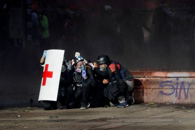 Δεν πείθει ο Πινιέρα με τον ανασχηματισμό - Άγριες συγκρούσεις κοντά στο Προεδρικό